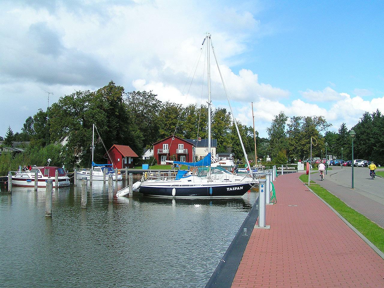 Hafen Born