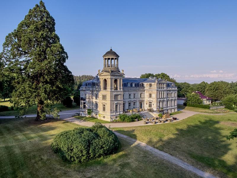 Schloss mit Paark Kaarz