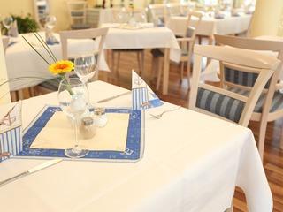 Restaurant mit Seeterrasse im Strandhotel Plau am See