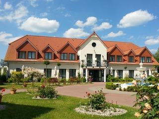 Hotel Und Restaurant Baumhaus Klein Pravtshagen