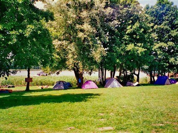 Campingplatz am Strandhotel Mirow