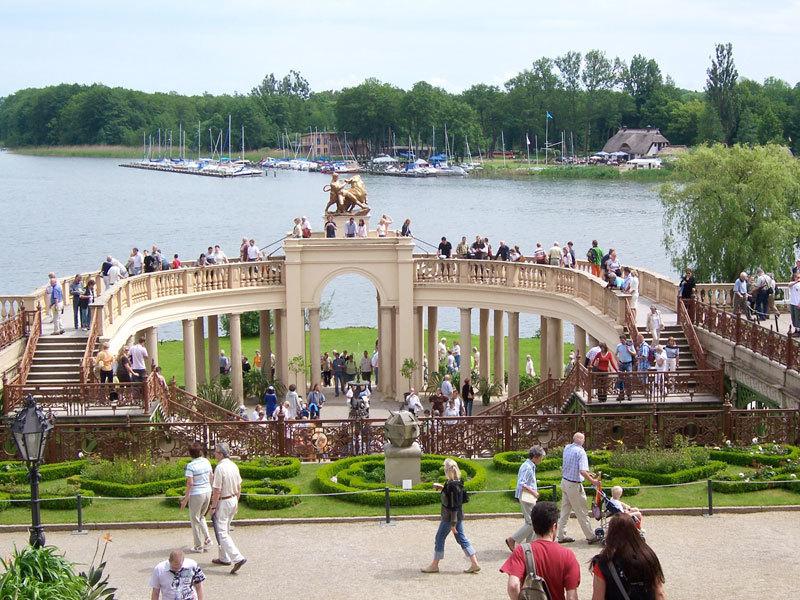 Schweriner schloss und burggarten mit orangerie schwerin for Gartenanlagen bilder