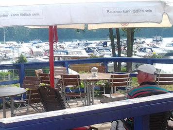 Restaurant mit Sonnenterrasse im Yachthafen Priepert