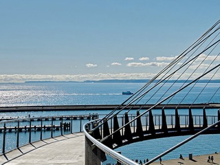 Hängebrücke am Stadthafen