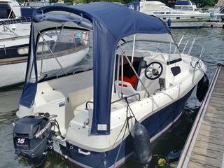 Boot-Charter und Ferienwohnung am Yachthafen