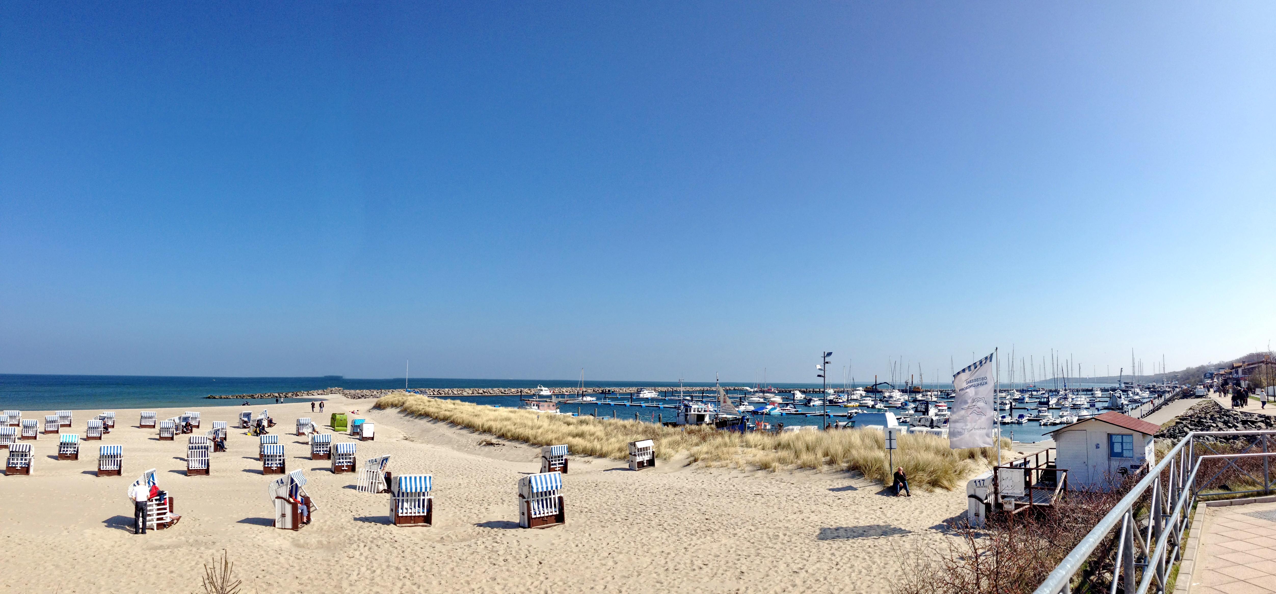 Ostseestand und Yachthafen
